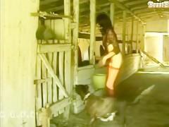 El perrito se lo deja mojadito y se la cepilla